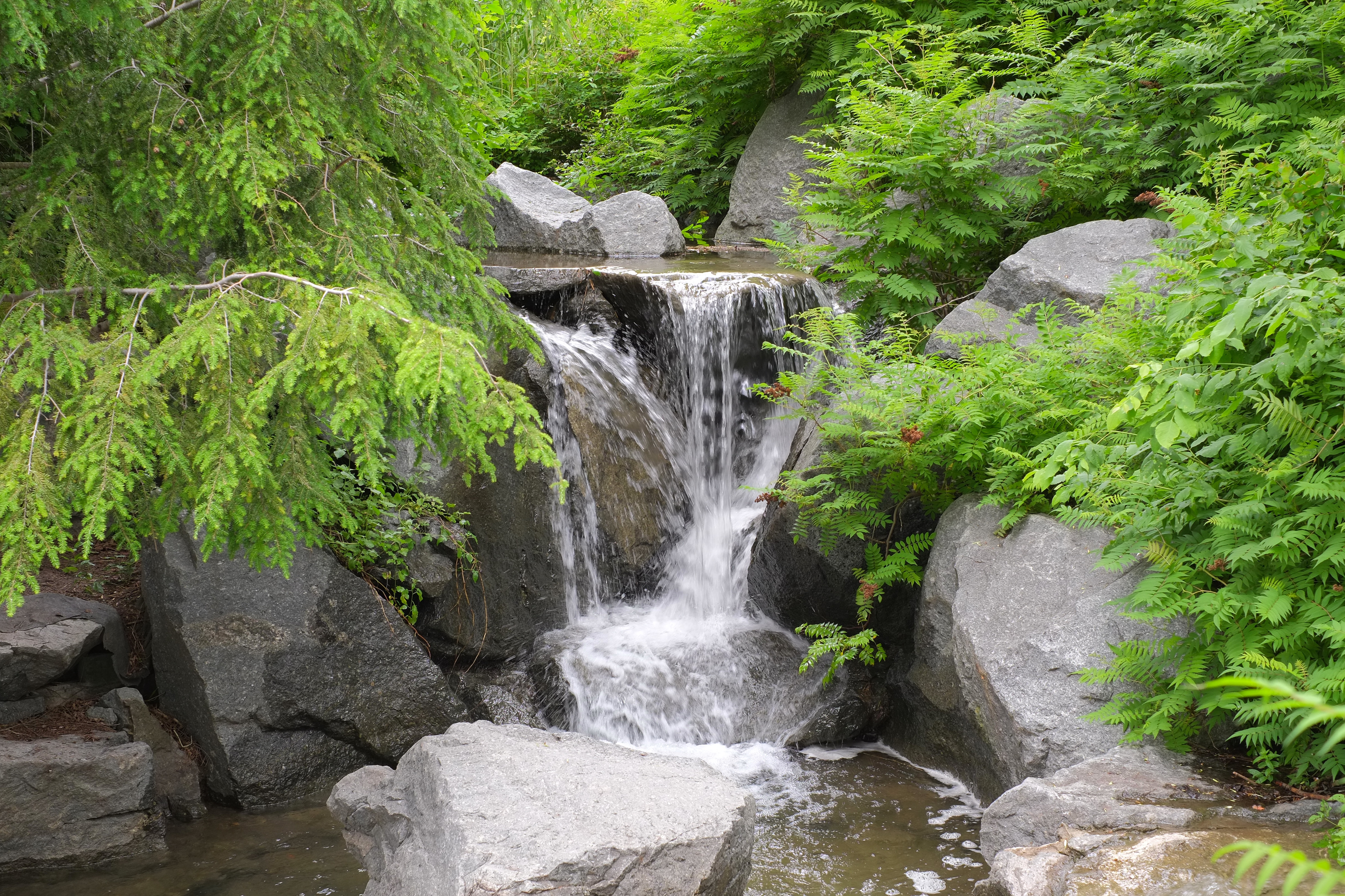 Paradise in the middle of the st lawrence river ajm for Pictures of small waterfalls